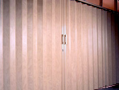 Accordion folding doors room dividers for Commercial accordion doors interior